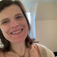 Lorna Collins headshot